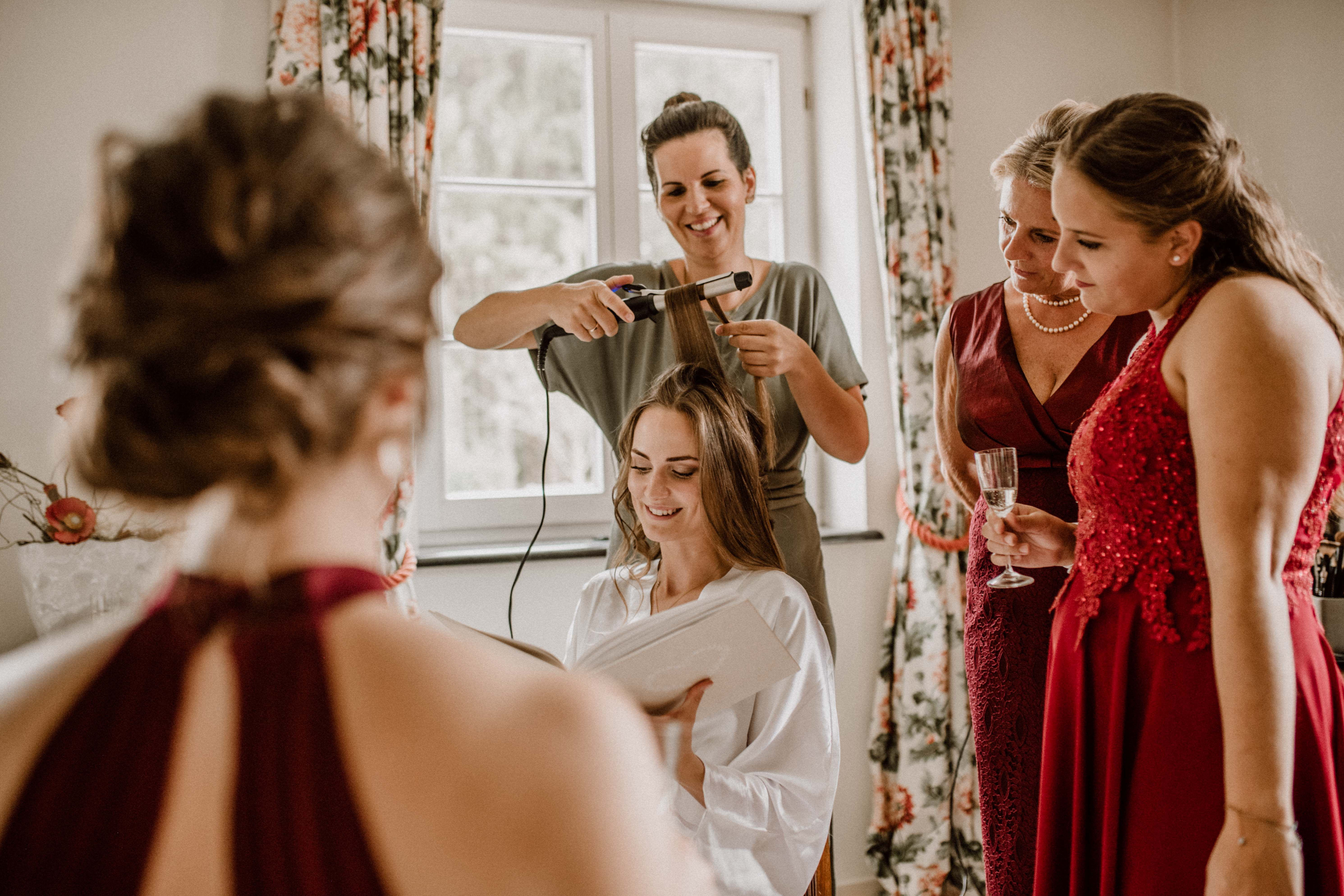 spaß getting ready sonja poehlmann photography couples muenchen bayern