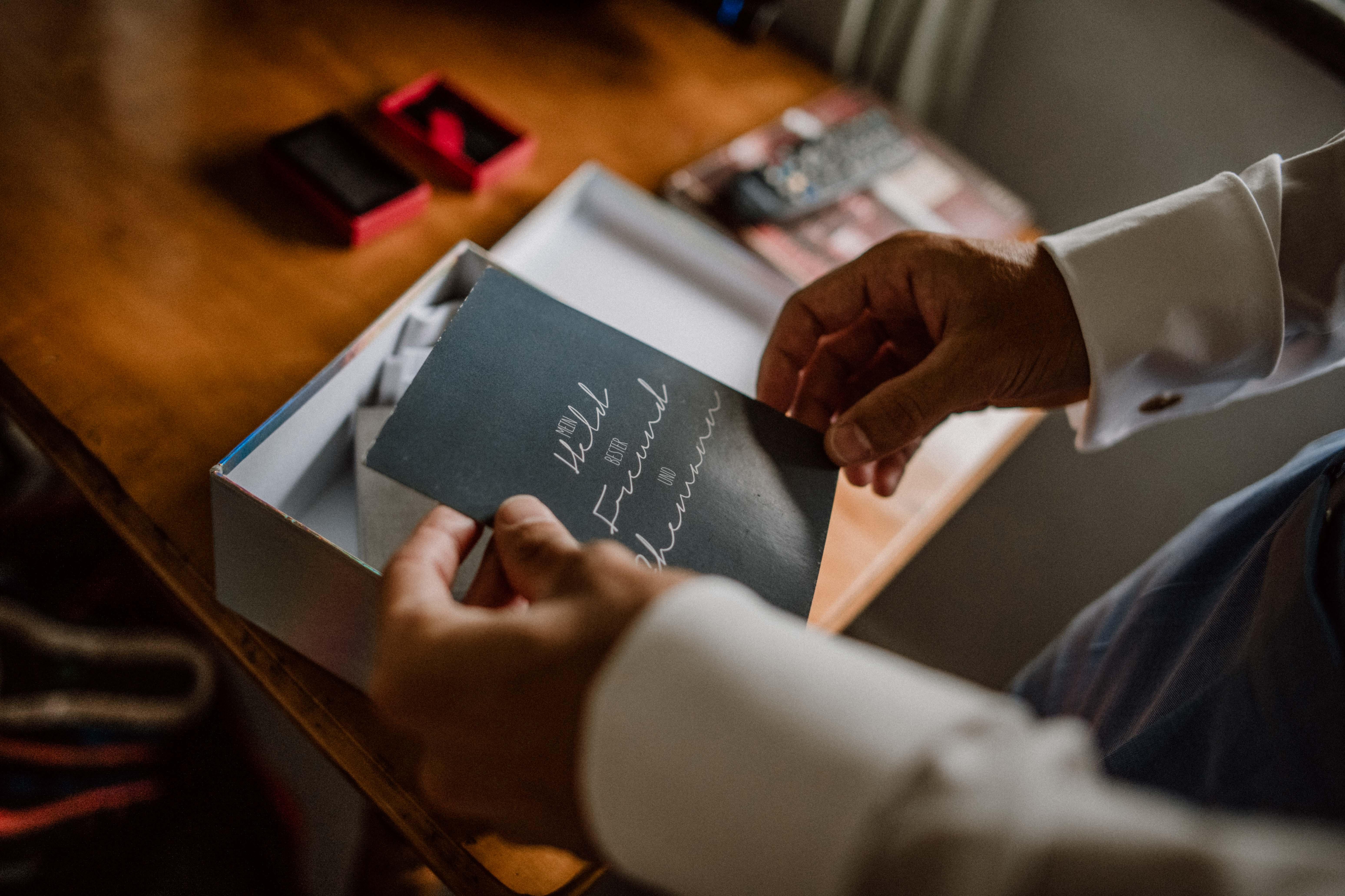 überraschung geschenk sonja poehlmann photography couples muenchen bayern