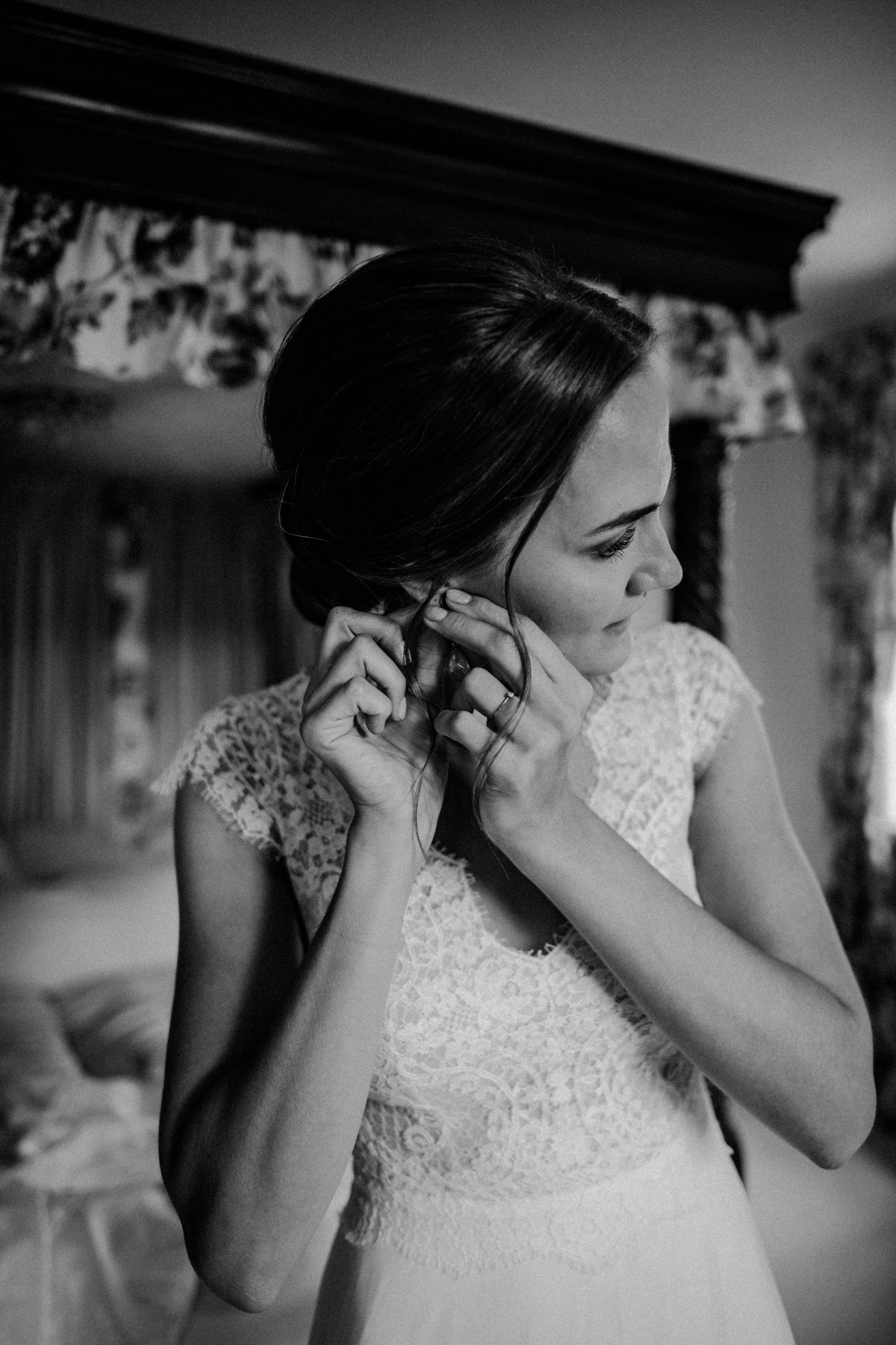 jewellery earrings sonja poehlmann photography couples muenchen bayern
