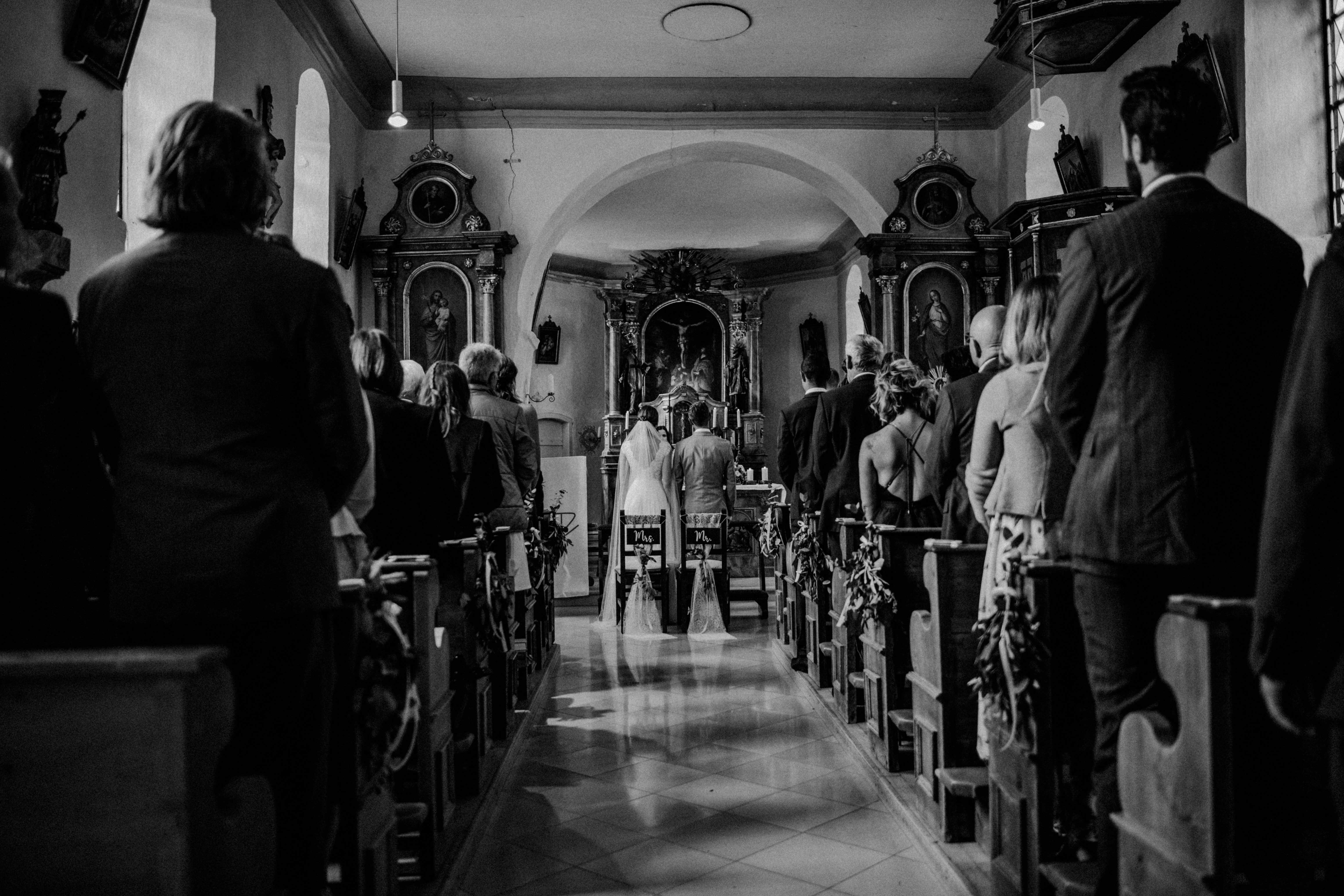 altar bänke sonja poehlmann photography couples muenchen bayern