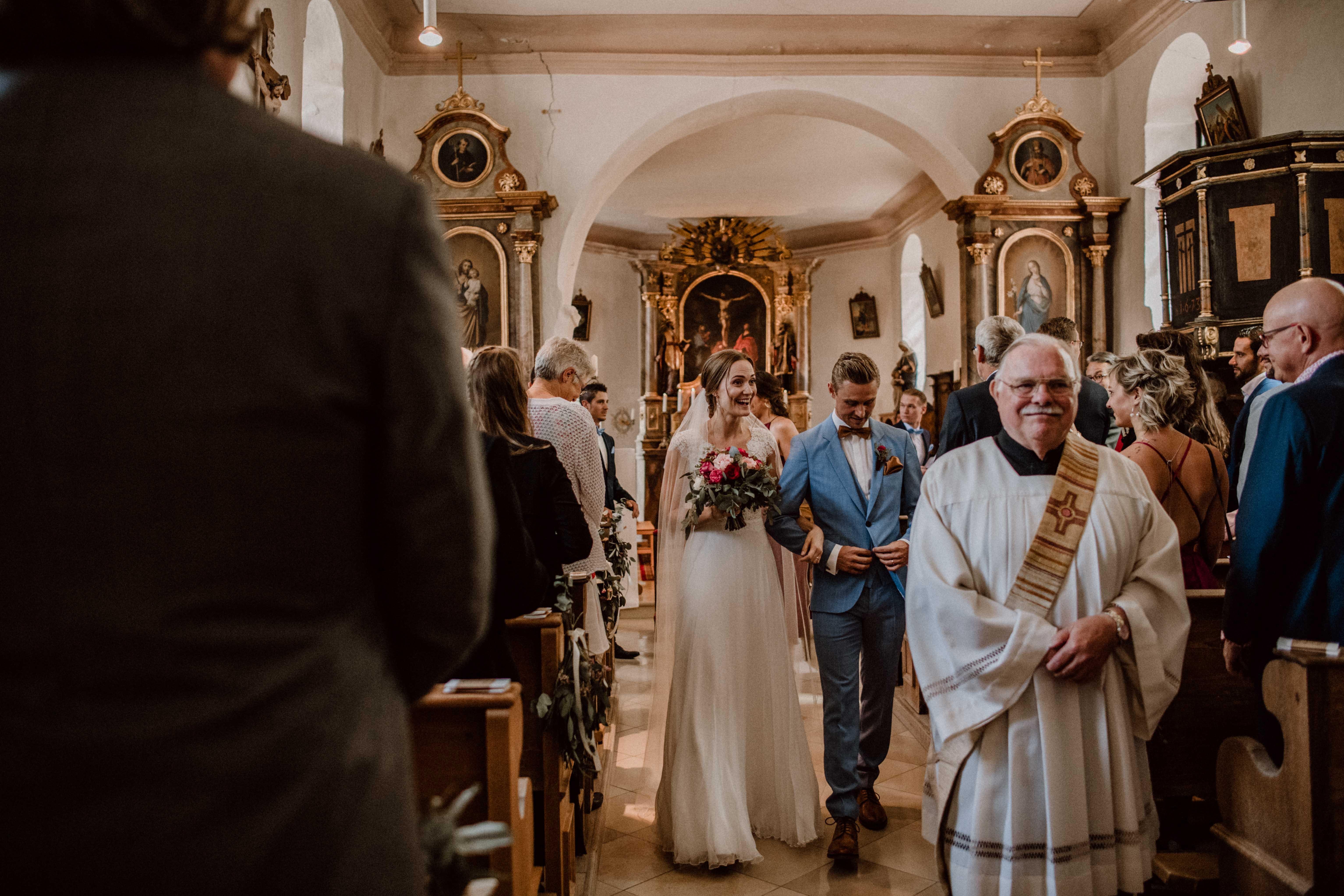 auszug church sonja poehlmann photography couples muenchen bayern