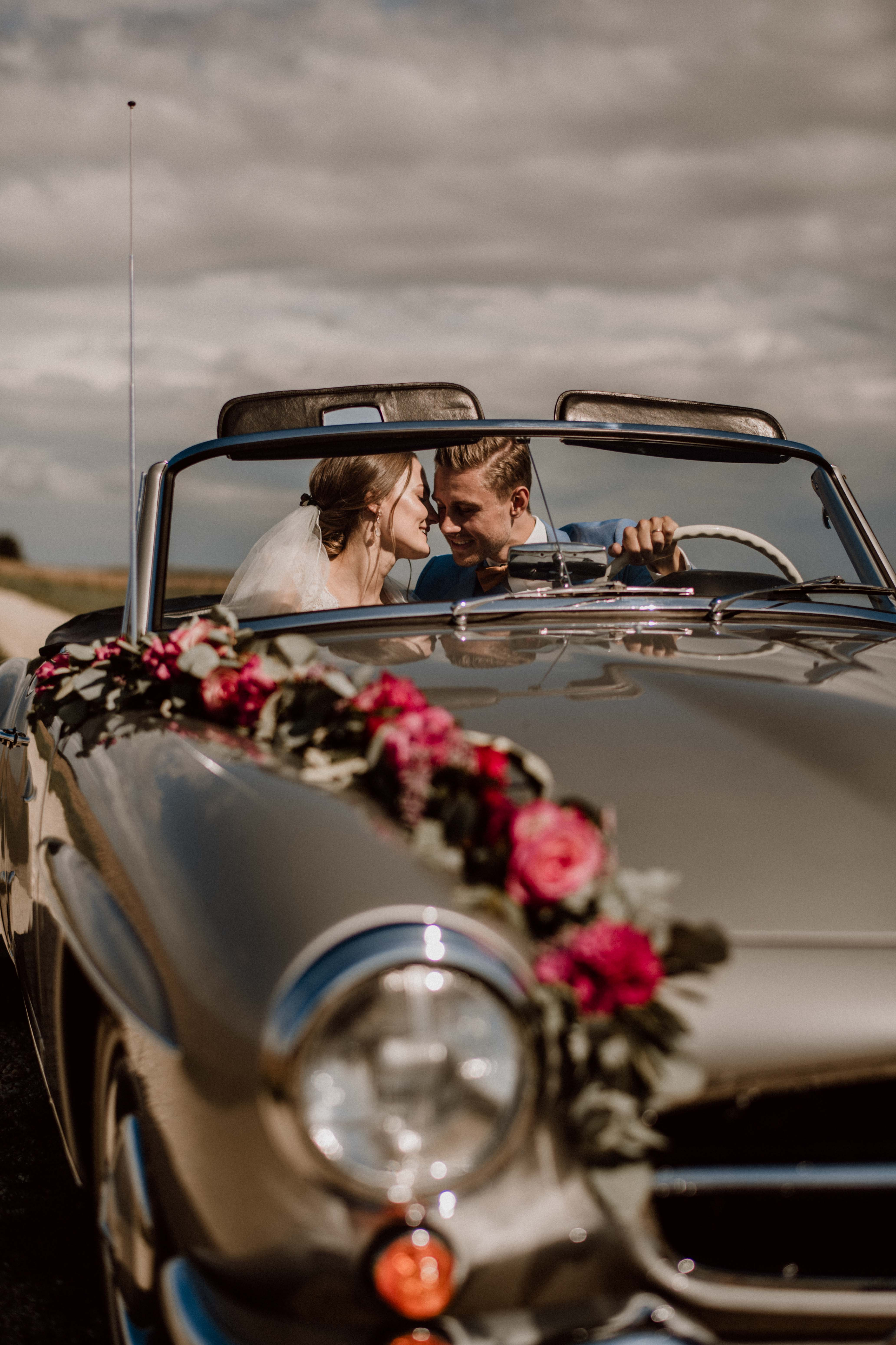 car couple sonja poehlmann photography couples muenchen bayern
