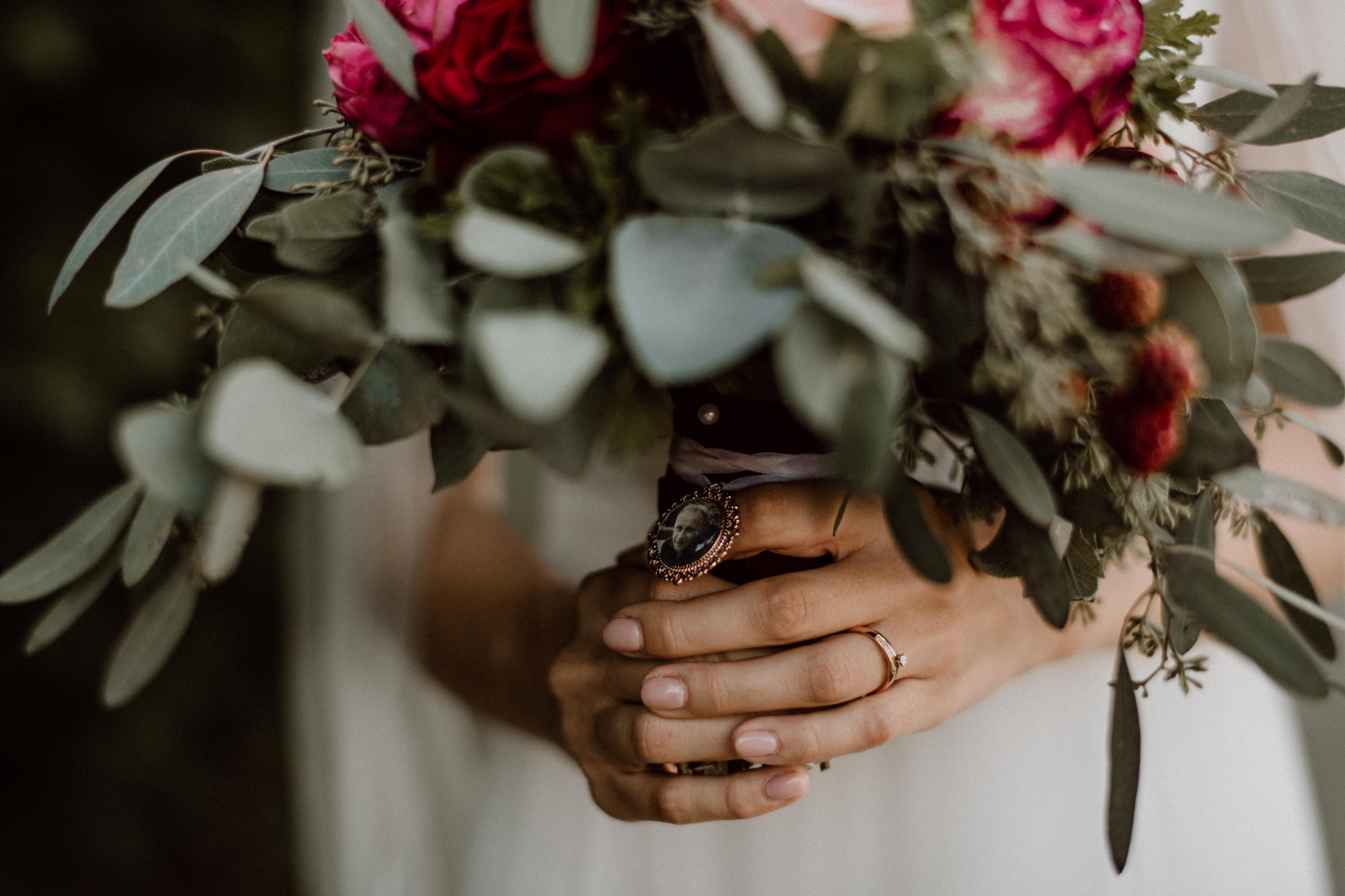 bridal bouquet sonja poehlmann photography couples muenchen bayern
