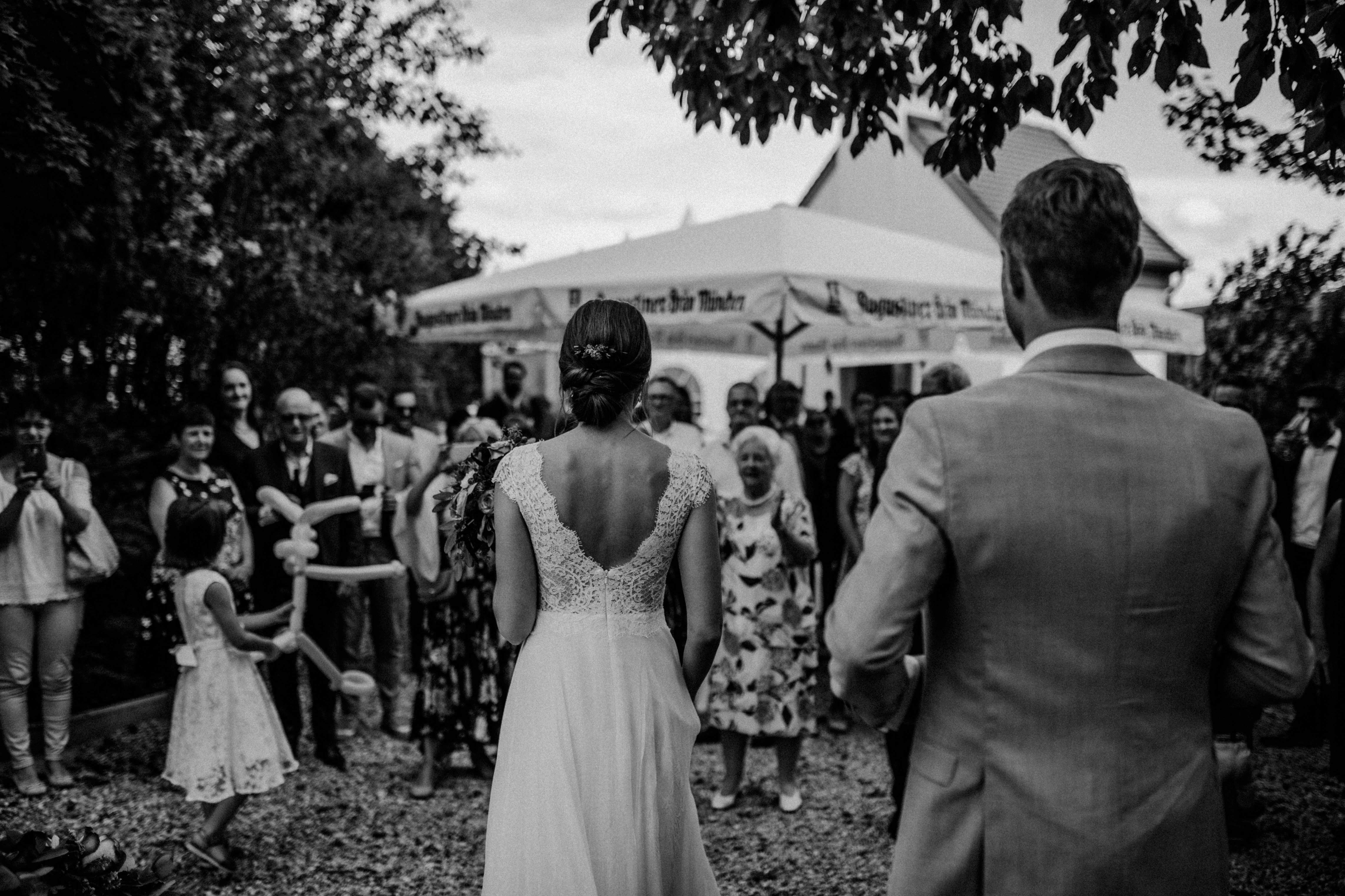 here comes the bride sonja poehlmann photography couples muenchen bayern