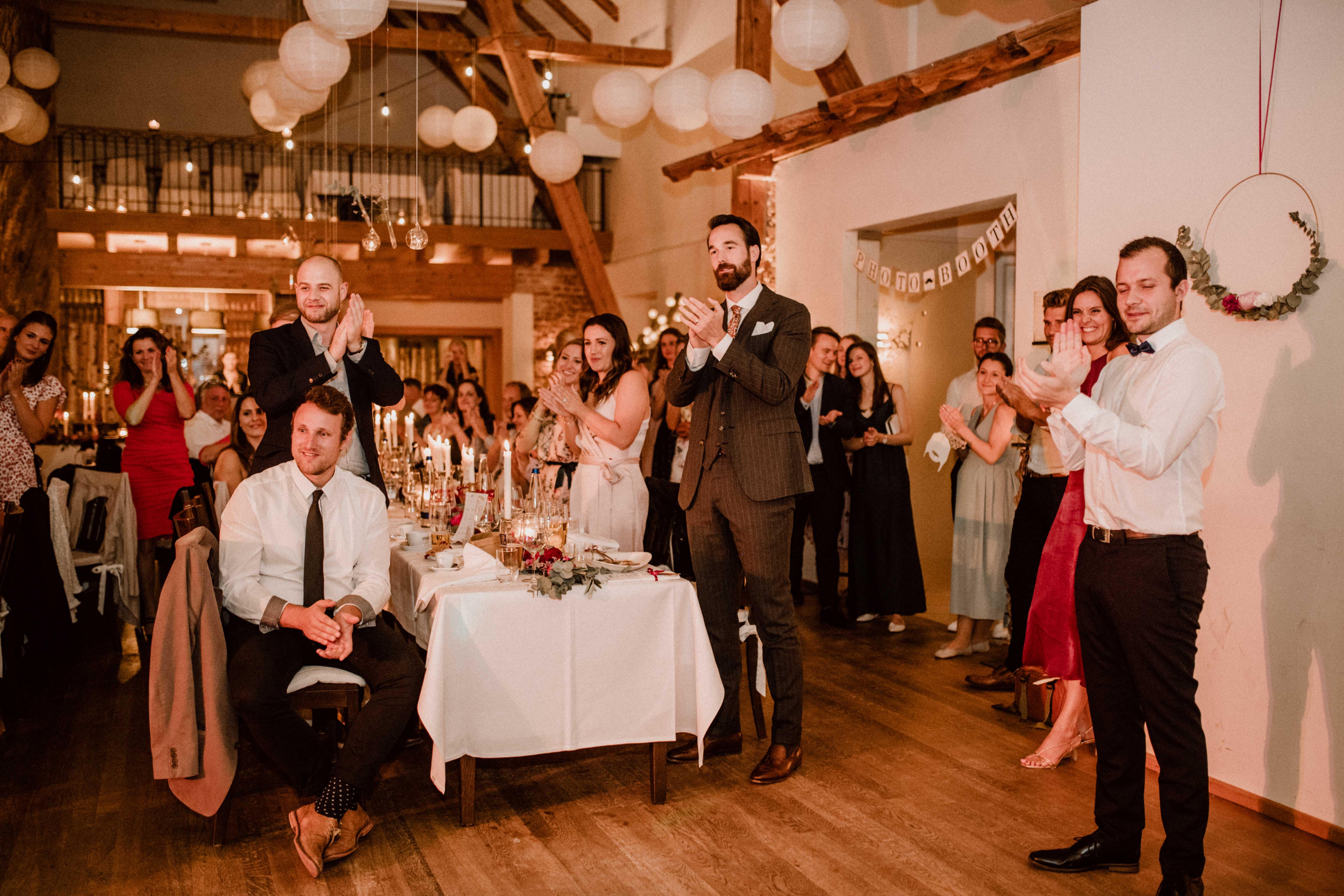 standing ovations sonja poehlmann photography wedding muenchen bayern
