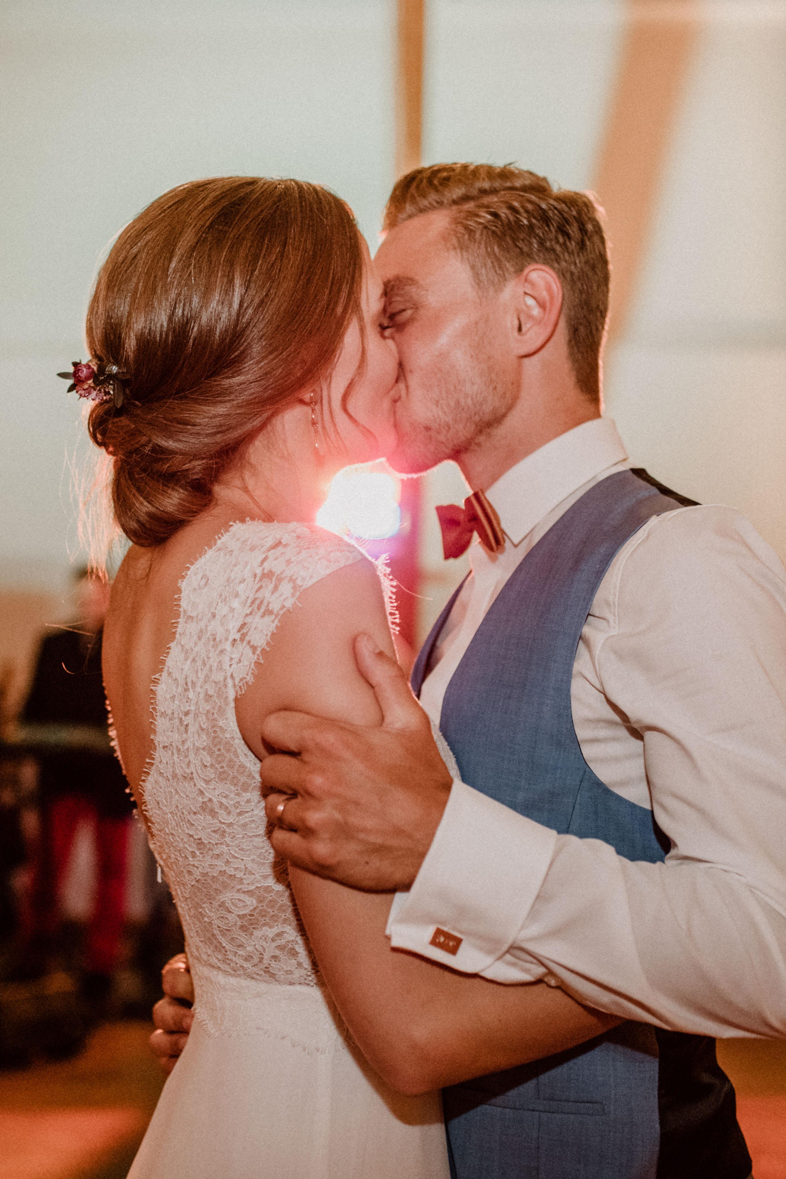 leidenschaft kuss sonja poehlmann photography wedding muenchen bayern
