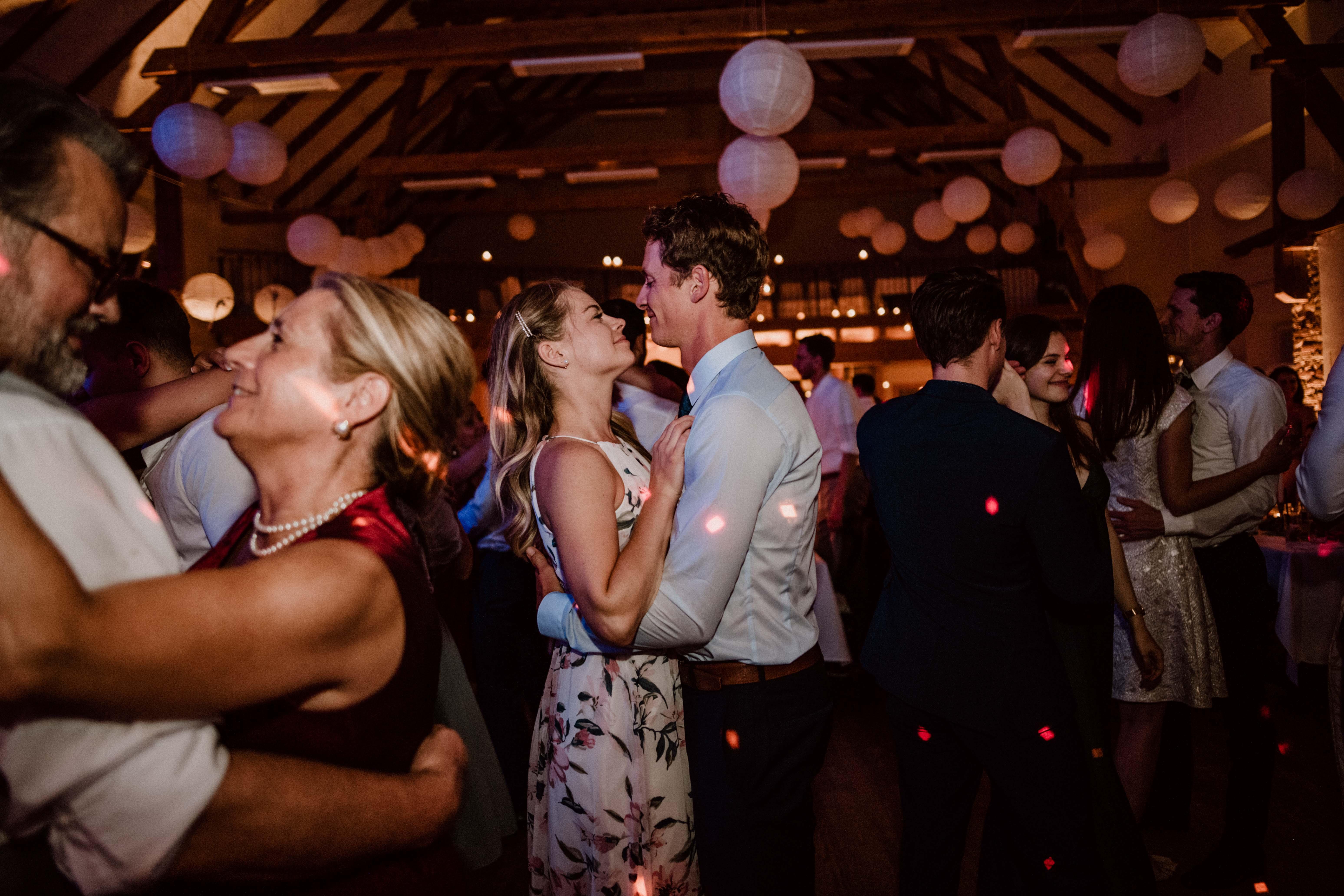 pärchen hochzeitsgast sonja poehlmann photography wedding muenchen bayern